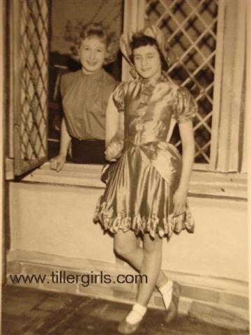 Tiller girls - Dick Whitington 036