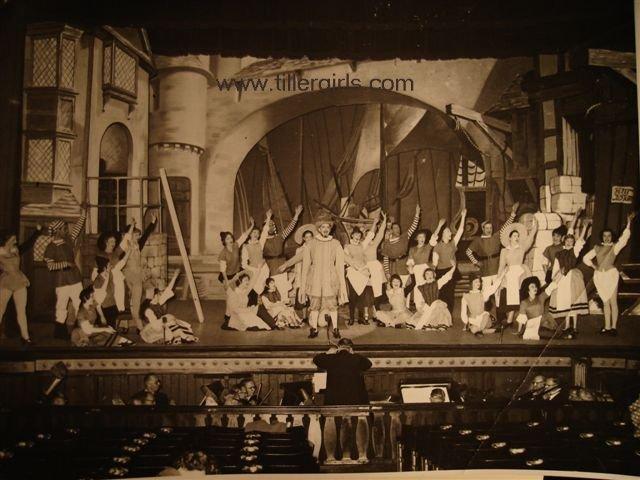 Tiller girls - Dick Whitington 037