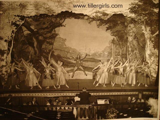 Tiller girls - Dick Whitington 038