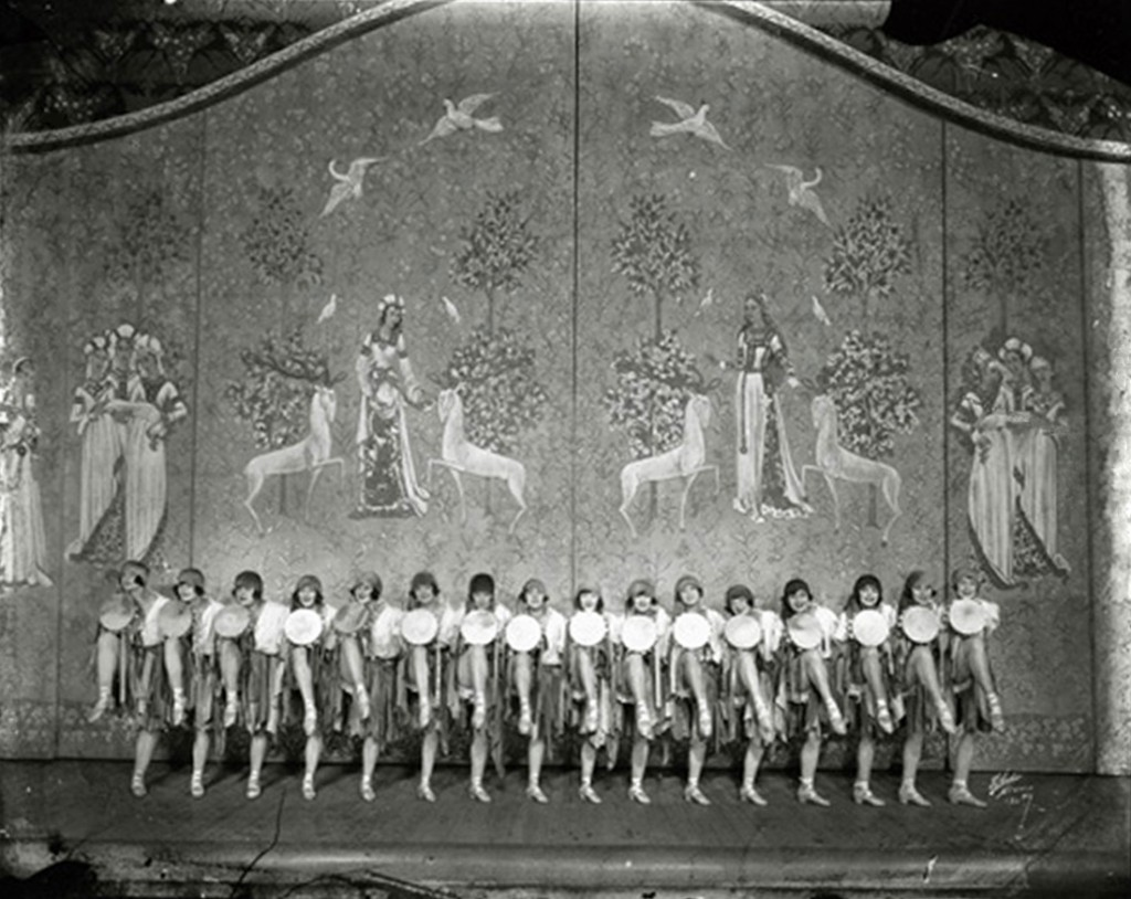 1907 Ziegfeld Girls 04 First Follies